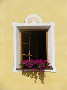 1383064_window_in_the_facade_of_dolomite_house