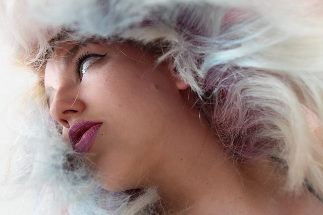 Samodzielna koloryzacja włosów – zobacz jak ją wykonać!