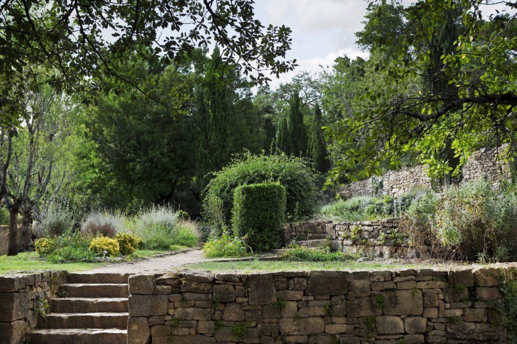 kamień ozdobny w ogrodzie